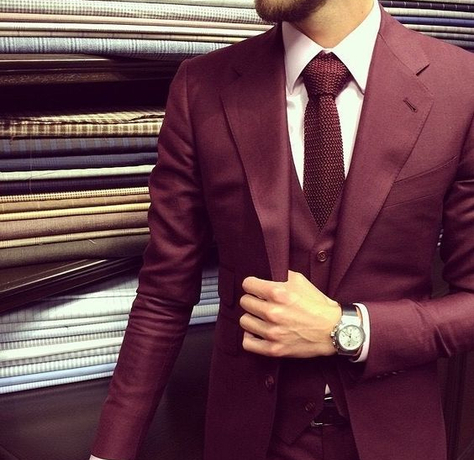 Burgundy Suit - Find your inspiration for urban dressing